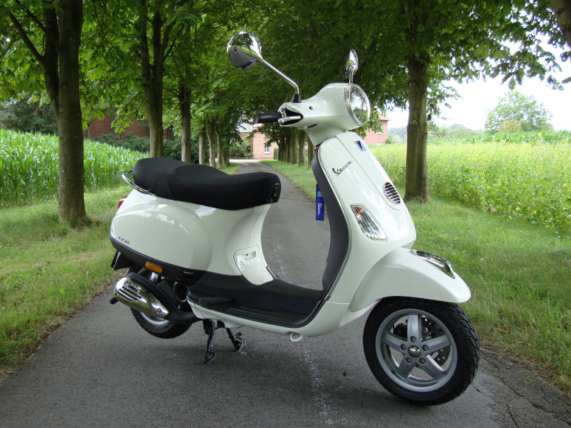 piaggio vespa lx 50 in wei montebianco tuning auf ber 100 km h. Black Bedroom Furniture Sets. Home Design Ideas